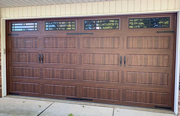 Picture of garage doors in Capac MI home.